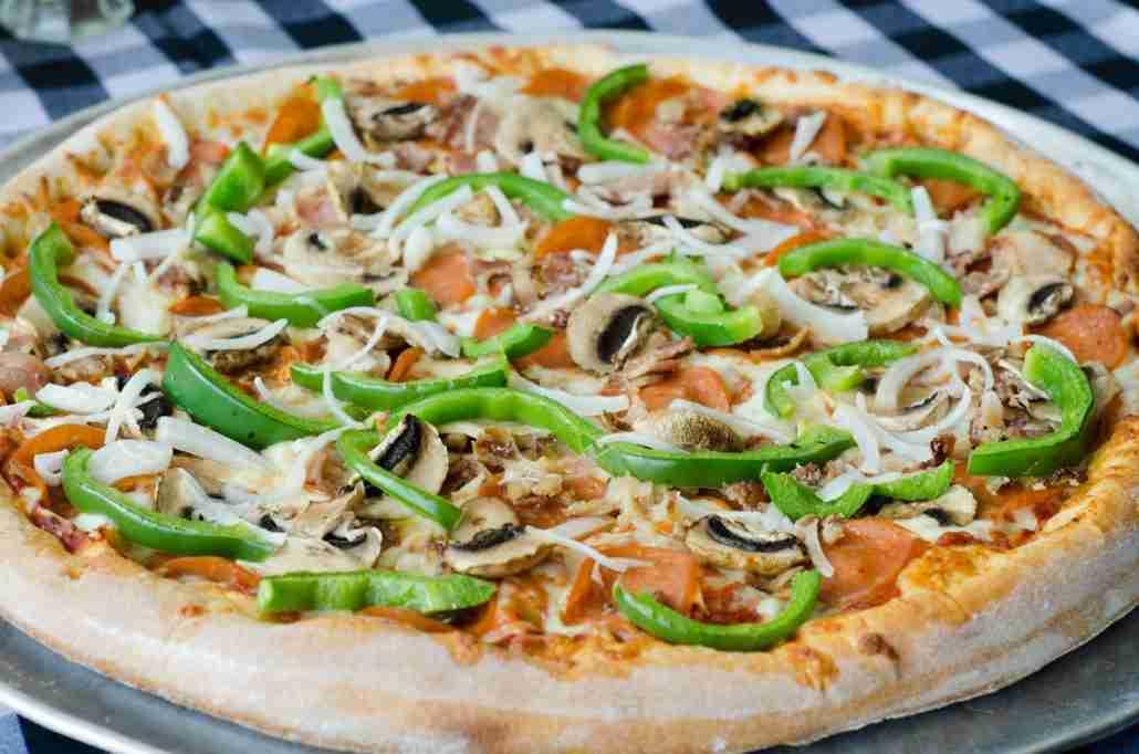 Amicos Pizza Italian Restaurant - Amico's Deluxe Pizza
