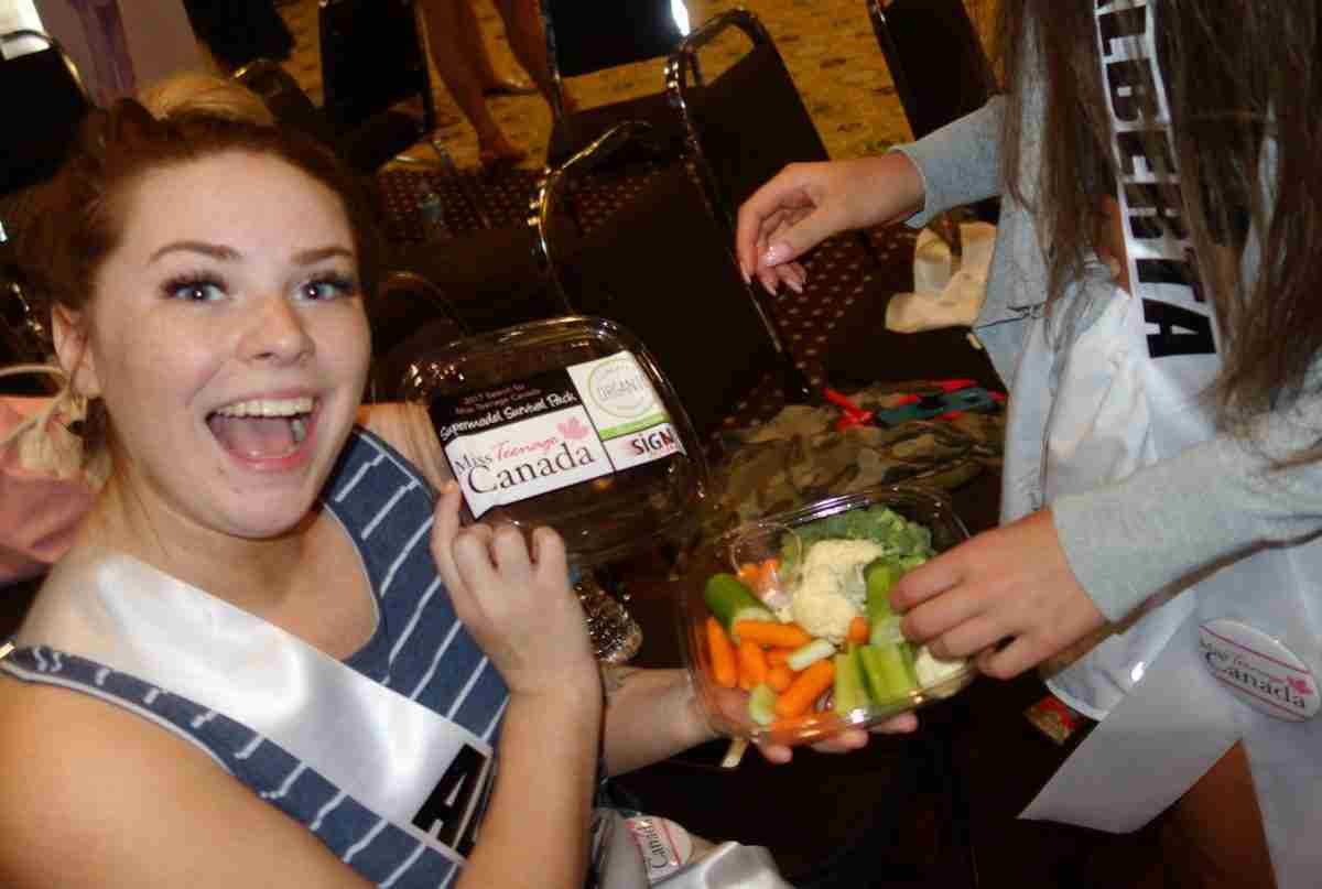 delegats at 2017 Miss Teenage canada dined on Supermodel Survival packs during dance practice